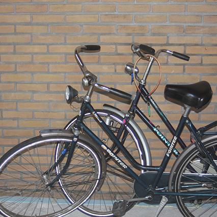 Fahrräder und Bollerwagen